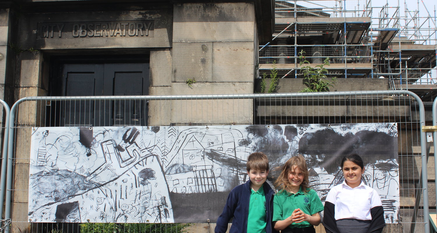 Pupils from Leith Walk Primary School with their panorama, created in workshops with Tessa Lynch, 2017.